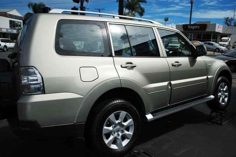 mitsubishi pajero side australia  photo image