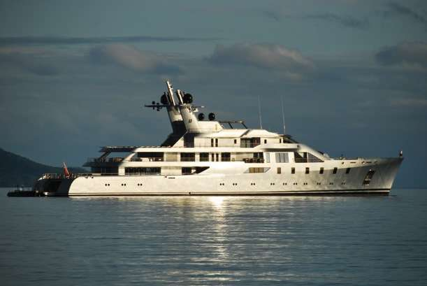 Super Yachts - Ultra Rich Travel
