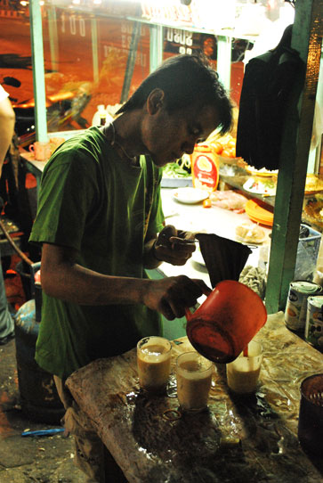 Adding Tea to Teh Telur indonesia pestablogger 2009  photo image