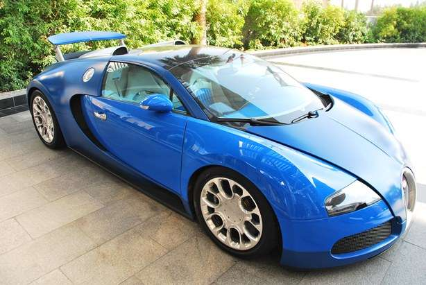 bugatti veyron photos million dollar car dubai the. Black Bedroom Furniture Sets. Home Design Ideas